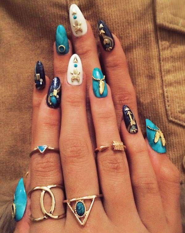 Маникюр на ногтях миндалевидной формы в египетском стиле фото