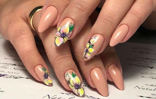 Ногти миндалевидной формы с цветами фото