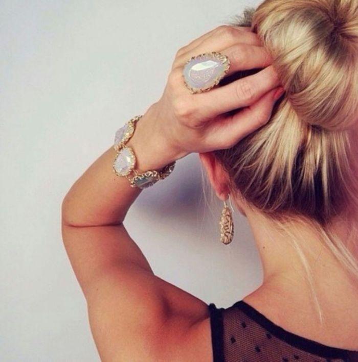 фото девушки со спины блондинки средние волосы