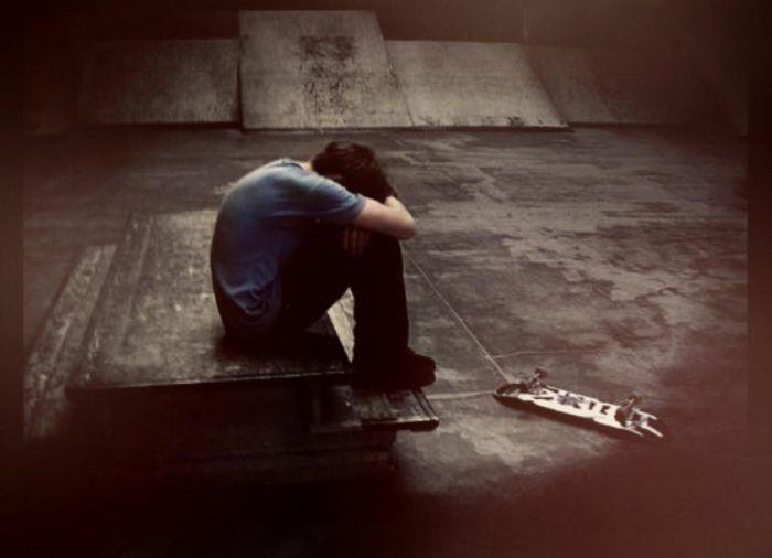 грустная картинка на аву для парней