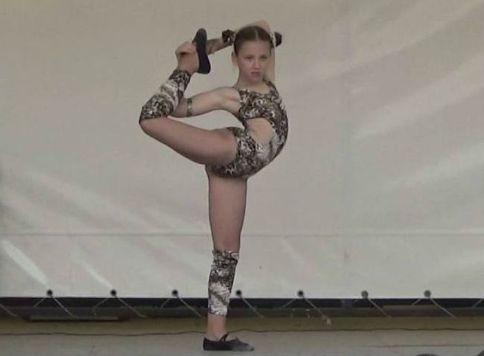 Акробатический трюк фото
