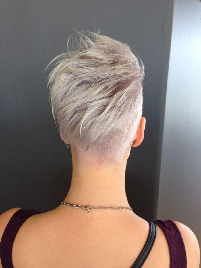 фото девушки со спины блондинки короткие волосы