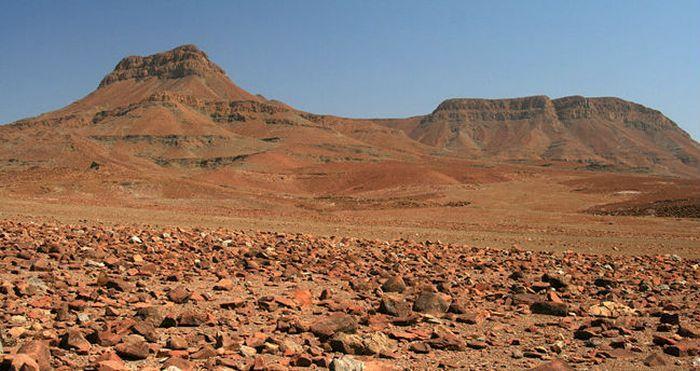 Песчано-щебневые пустыни фото