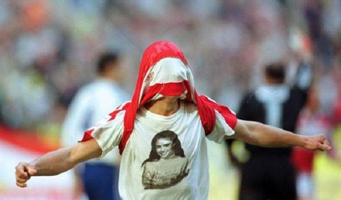 Максим Бузникин в футболке с изображением Алины Кабаевой фото