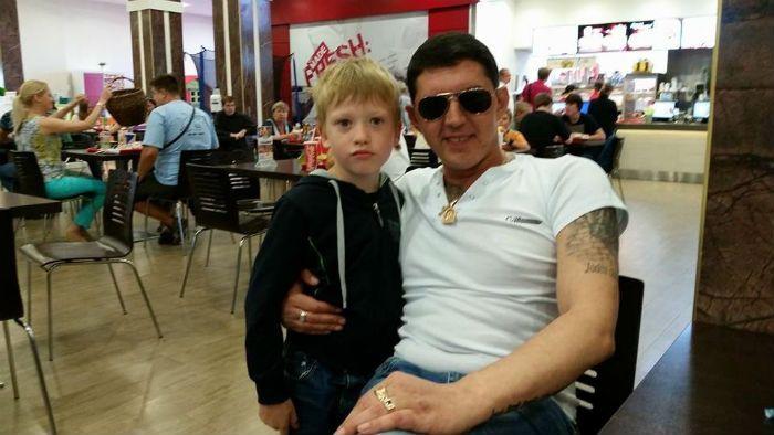 Аркадий Кобяков и сын Арсений фото