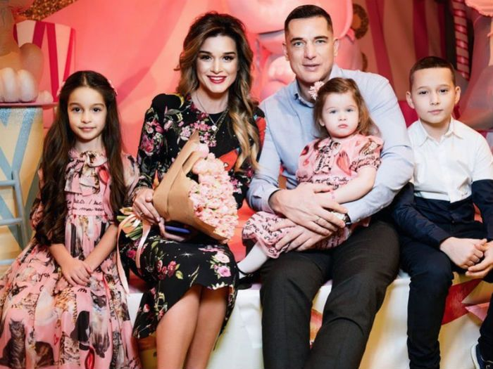 Ксения Бородина и Курбан Омаров с детьми