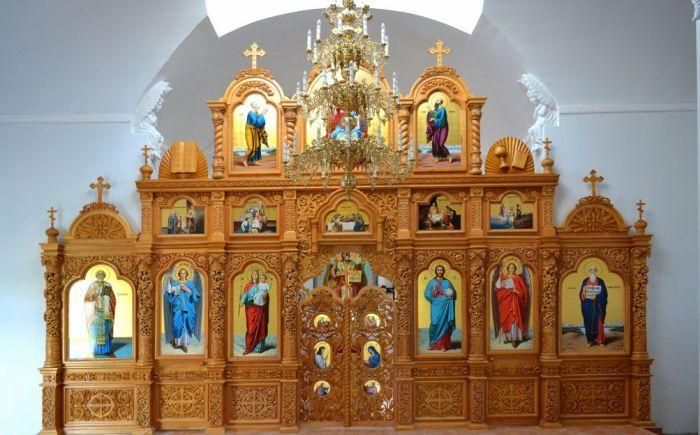 Иконостас в храме фото