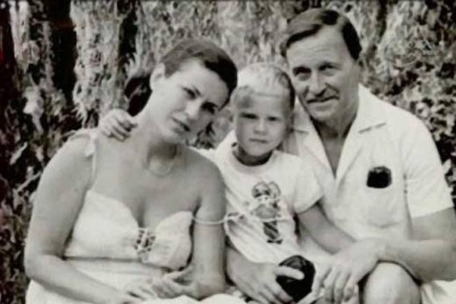 Валентина Толкунова и Юрий Папоров с сыном