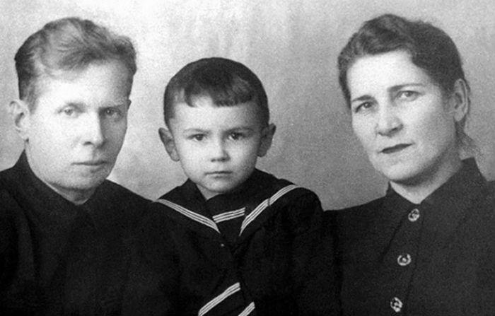 Валерий Леонтьев с родителями фото