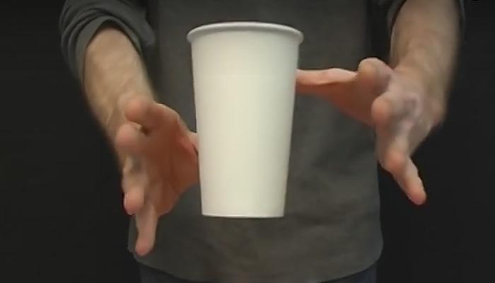 Фокус летающая чашка фото