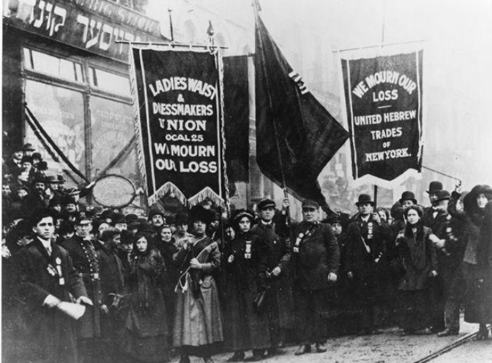 Первые митинги женщин фото