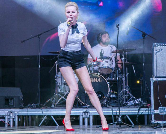 алиса вокс на сцене фото