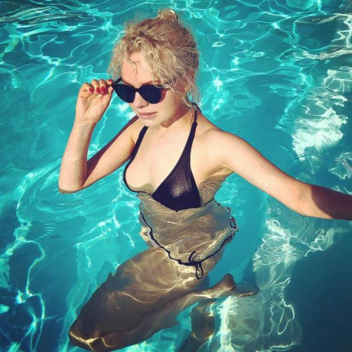 алиса вокс в купальнике фото