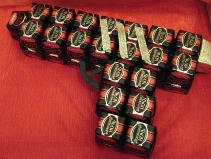 Пистолет из конфет фото