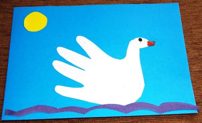 Аппликация лебедь из руки фото