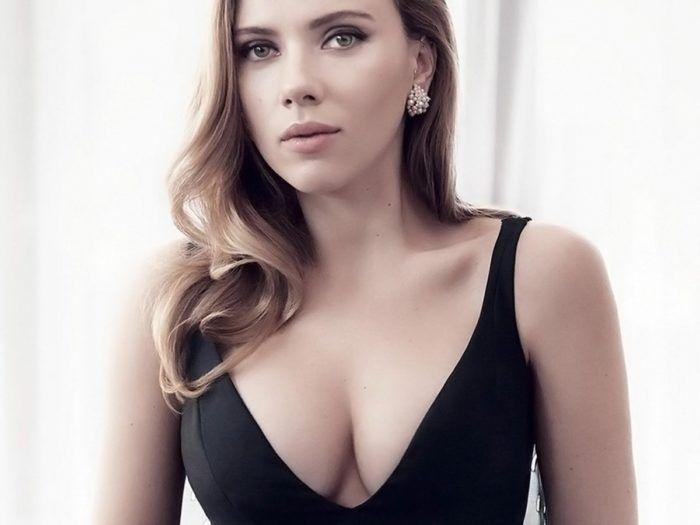 Топ 50 женщин с самой красивой грудью Скарлетт Йоханссон