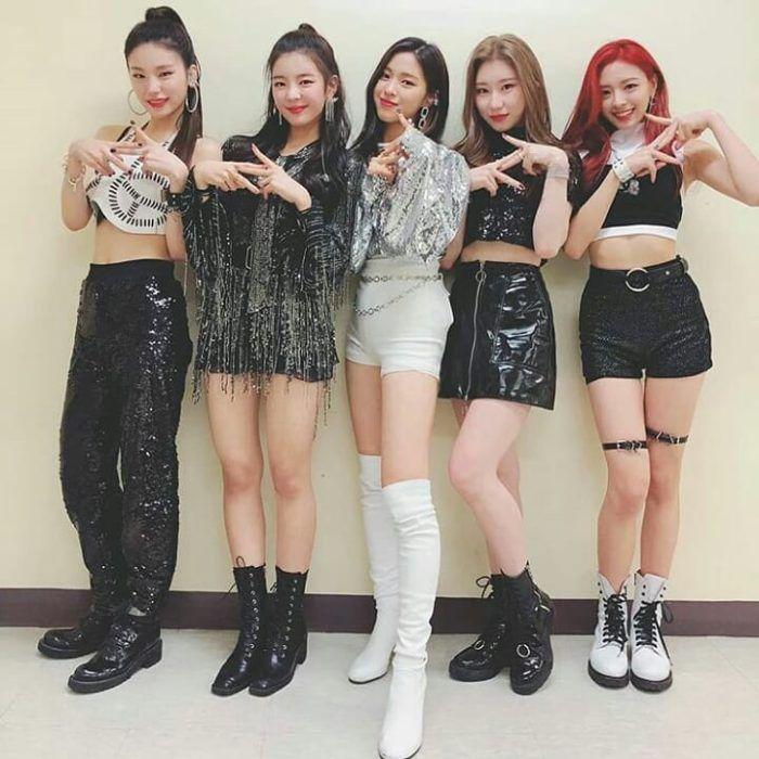 Корейская группа ITZY фото