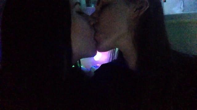 Карина Аракелян слитое фото поцелуя