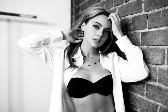 Катя Кищук фотография в рубашке