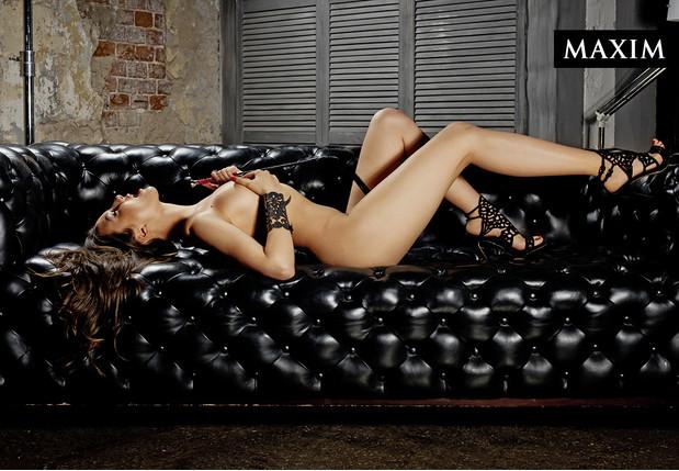 Мария Ермолина фото на диване