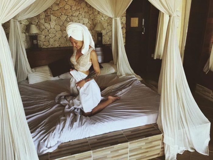 Мария Ермолина фото в кровати