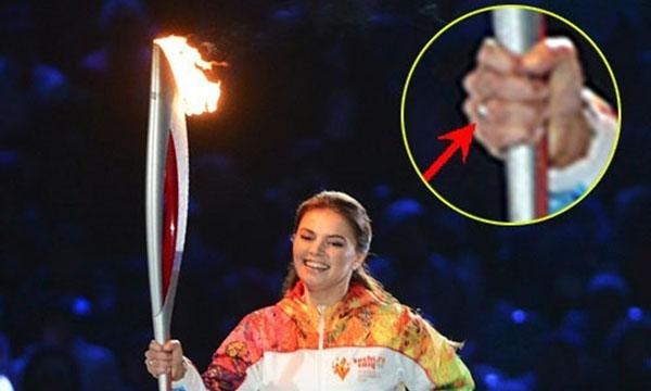 Алина Кабаева с обручальным кольцом