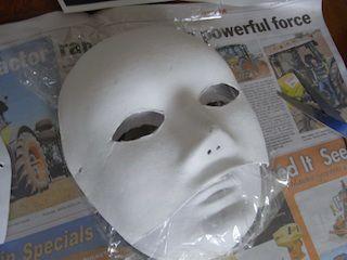 Оборачиваем пленкой поверхность маски фото