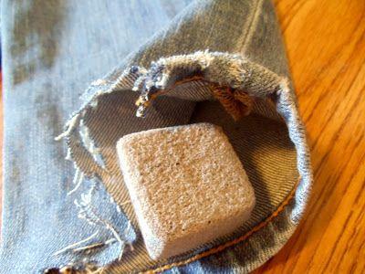 Обрабатываем джинсы пемзой фото