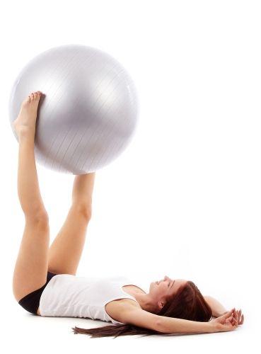 Упражнение поднятие мяча ногами фото