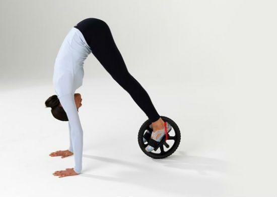 Упражнение с роликом подъем корпуса фото