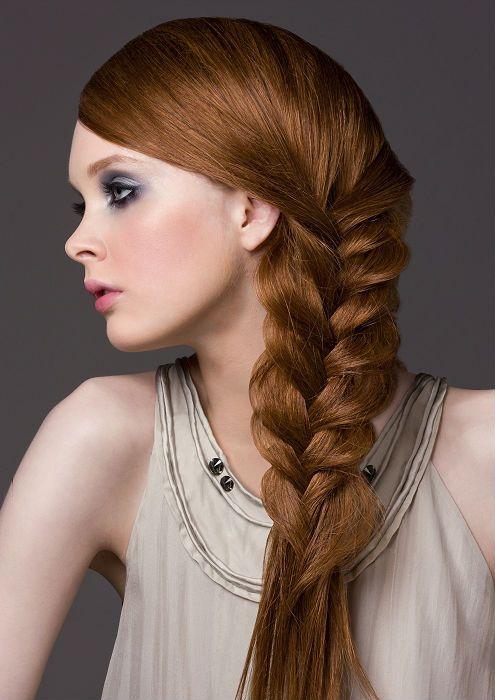 Девушка с ажурной косой фото