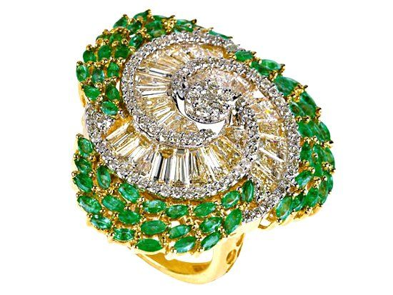 Кольцо с изумрудами и бриллиантами фото