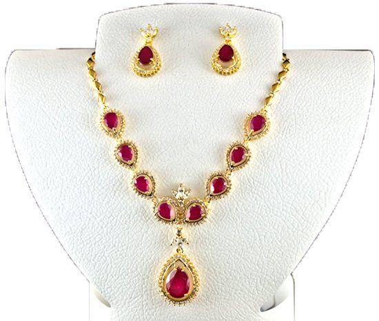 Комплект ювелирных украшений с камнем корунд фото