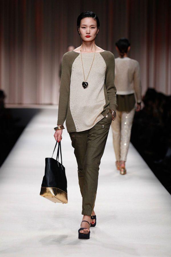 Классические женские брюки цвета хаки фото