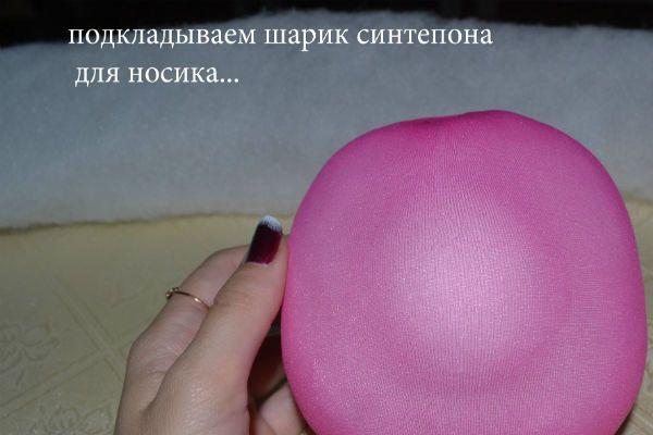 Подкладываем шарик синтепона под носик  фото
