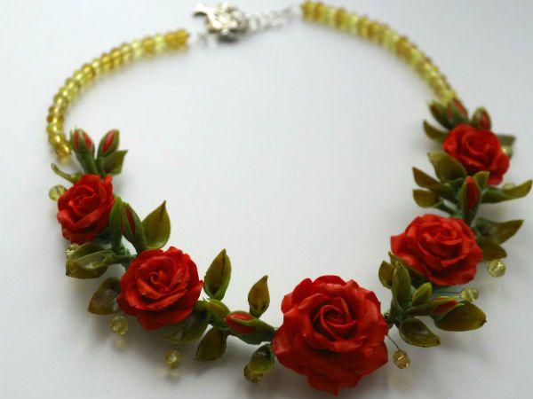 Готовые розы в колье фото
