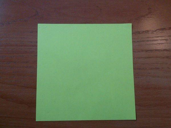Берем квадрат бумаги фото