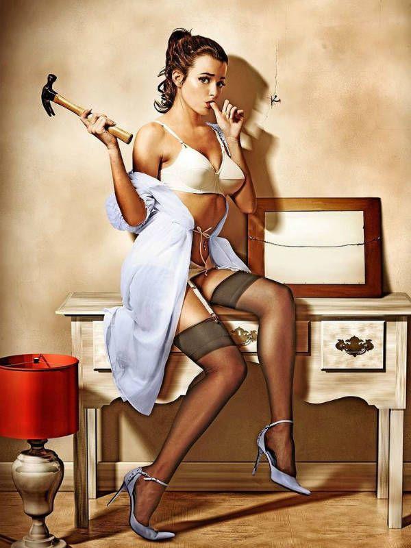 Девушка с молотком фото