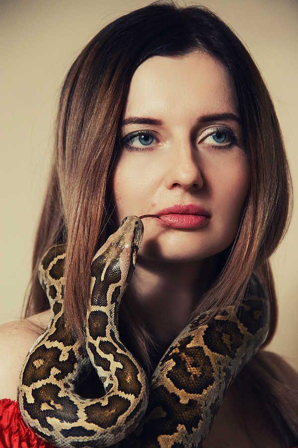 Фотосессия со змеей фото