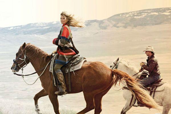 Девушка на лошади фото