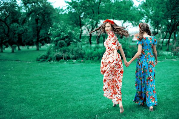 Две девушки фото