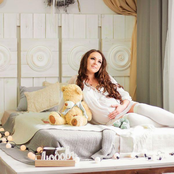 Фотозона для беременных в помещении фото