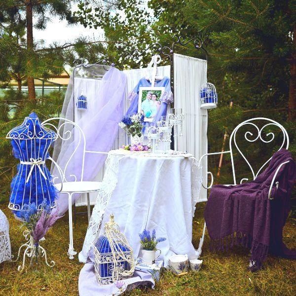 Свадебная фотозона в бело-синих тонах фото