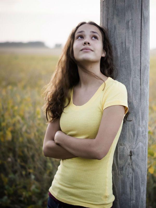 Желтая футболка фото