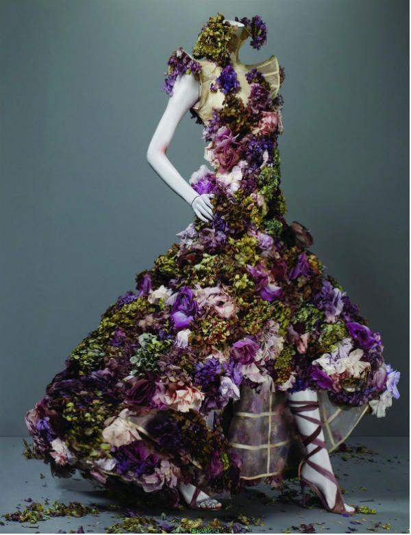 Платье из цветов фото