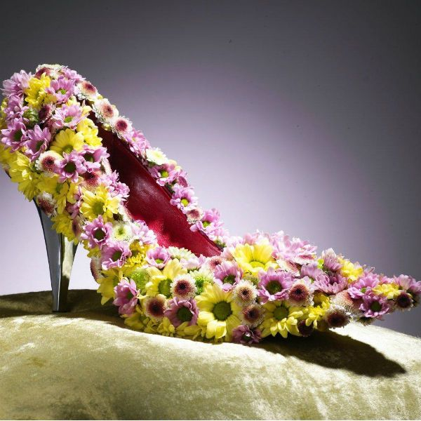 Туфелька из хризантем фото