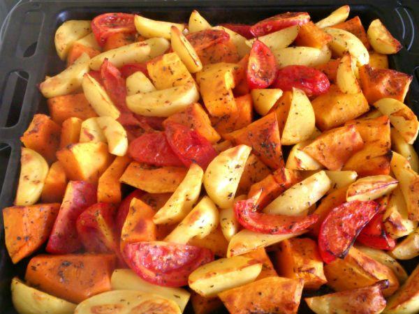 Запеченная тыква с помидорами и брынзой фото