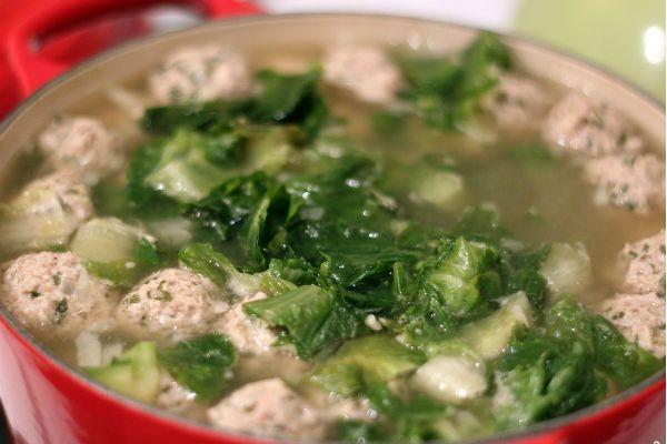 Зеленый суп с фрикадельками фото