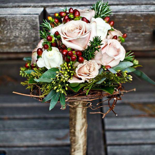Зимний свадебный букет из роз фото