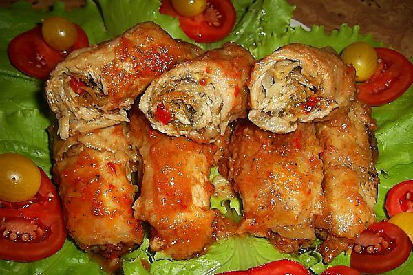 «Пальчики» из куриных желудков в томатном соусе фото